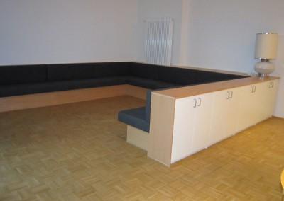 OBA-München Couch mit Sitzbezug und Schränken