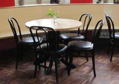 OBA-München Tische mit passenden Stühlen