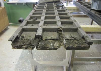 Repair-Care Wiederherstellung Unterstück Kirchentüre vor Bearbeitung